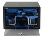Der Primera Disc Publisher XRP Brennt und druckt in einem Arbeitsgang bis zu 100 CD oder DVD am PC, MAC oder über das Netzwerk. Di stabile Ausführung erlaubt auch den Einsatz in der Industrie oder mobil in Roadcases.